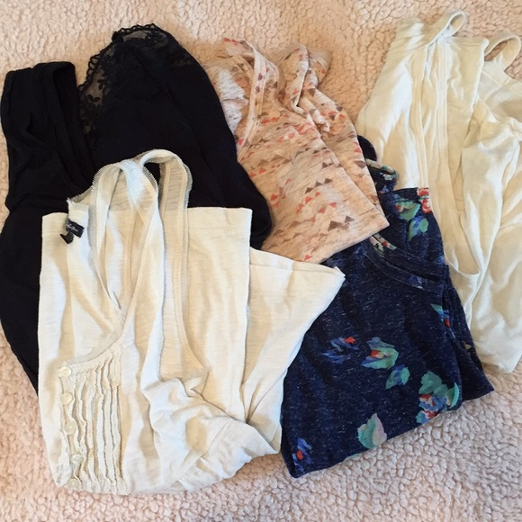 American Eagle Outfitters Tops - American eagle tank top lot!